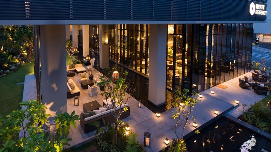 【the lounge】時を忘れてくつろぐ優雅な空間がお客様をお待ちしております