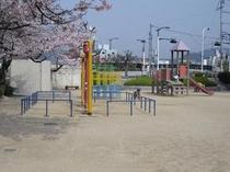 小さなお子様連れの方も安心な公園がすぐ隣にあります。