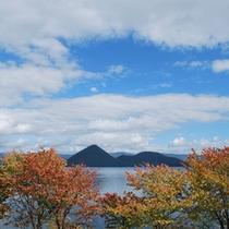 紅葉が始まった洞爺湖