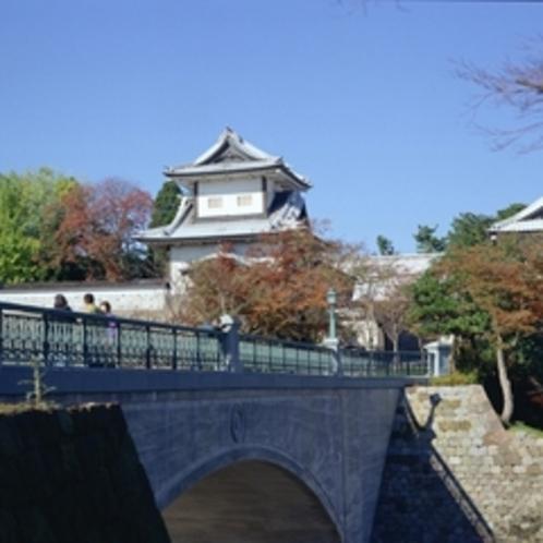 金沢城・石川門(秋)