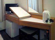 天板の広さを調節できる客室用テーブル
