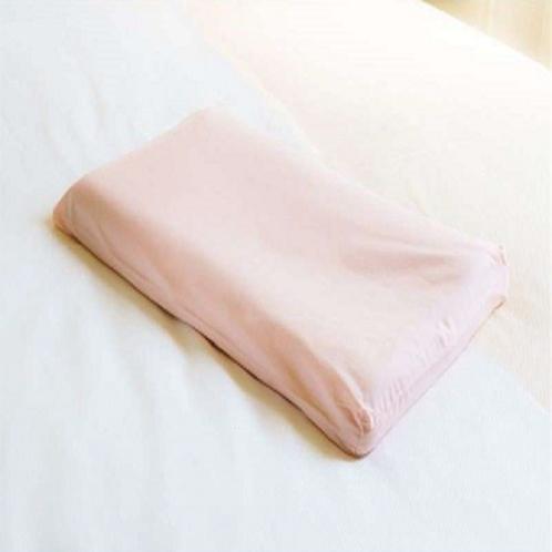 【桃色枕】 女性向きの枕。体圧を分散させ、血行を促し首や肩のコリをほぐします。