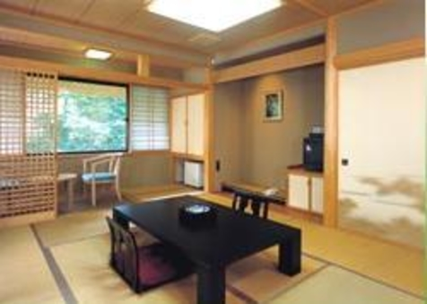 十和田湖畔の宿で寛ぐ一般和室10畳バス・トイレ付