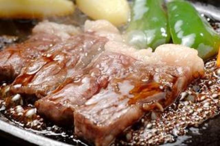 オリジナルソースのステーキ
