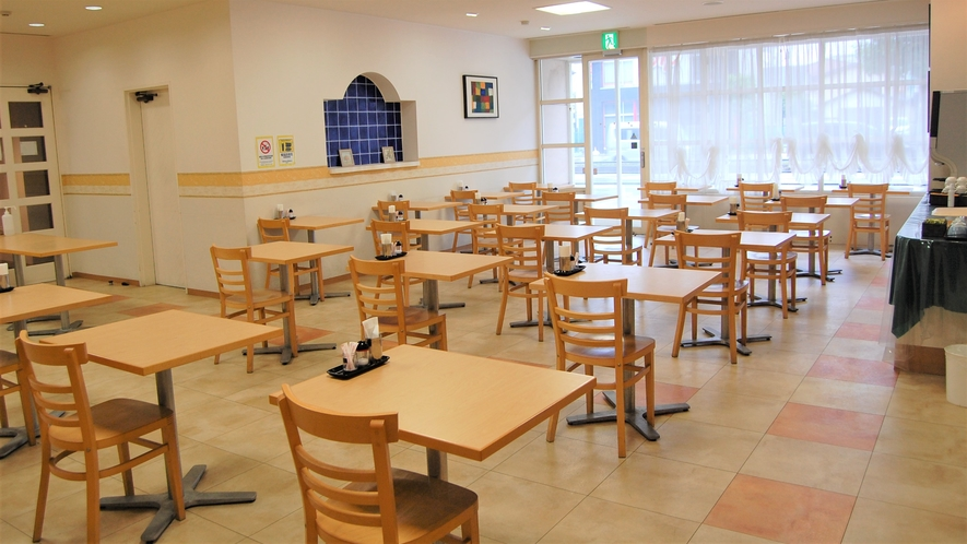 朝食会場は人数制限を行っています。