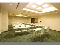 中会議室(2階)3名掛けスクール形式