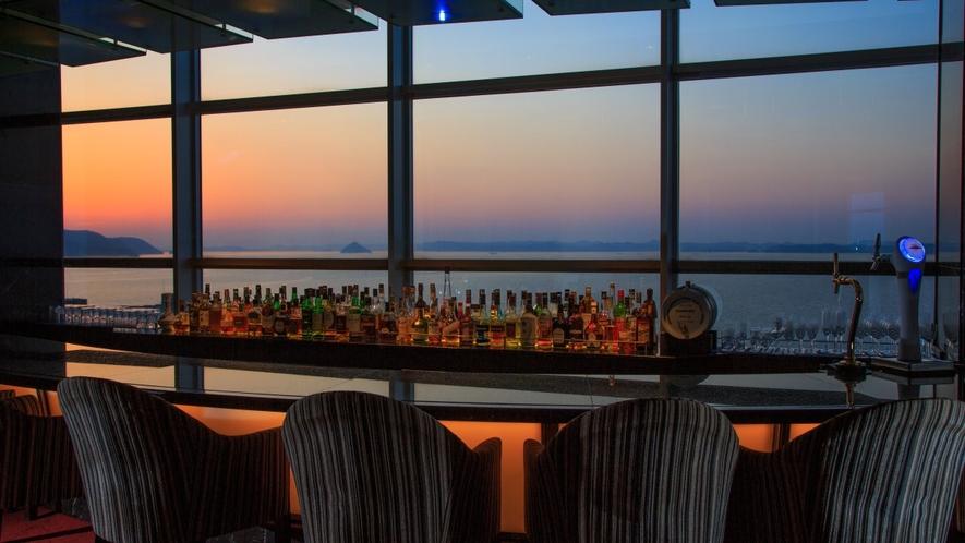 ホテルバーから望む瀬戸内海