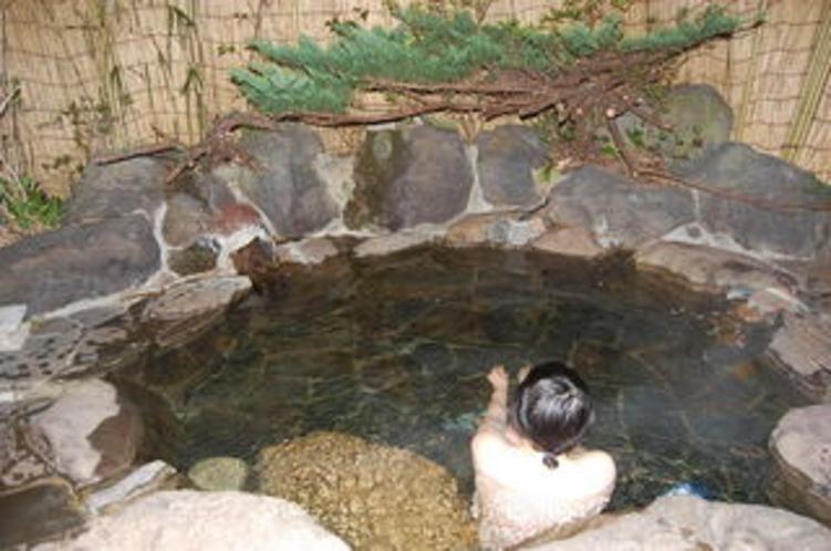 露天風呂は部屋ごとに貸切です。