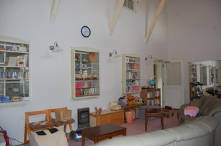 ラウンジダイニングソファ、本棚