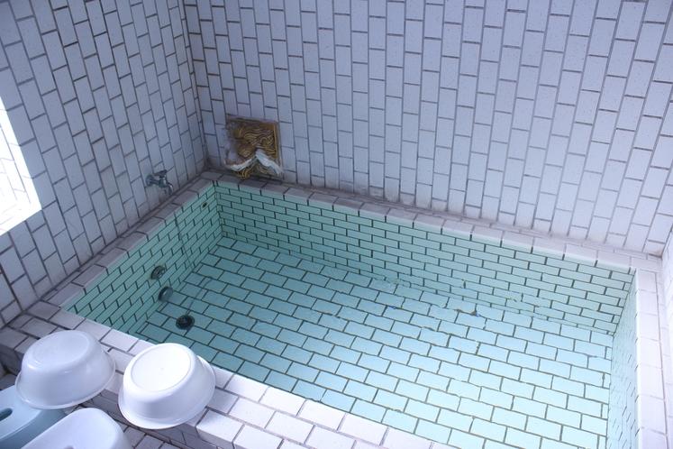 館内の内風呂は循環沸かし湯になります。
