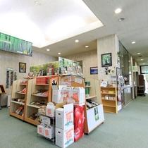 *売店/地元の銘菓や特産品などを取り揃えております。