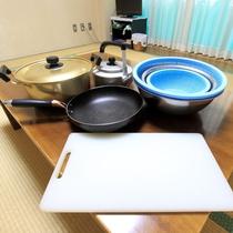 *フライパンやお鍋など、調理道具はお部屋に完備しております。
