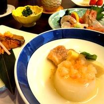 【夕食一例】和食と洋食、両方楽しめてボリュームも◎