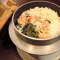 【夕食一例】かに入り釜飯