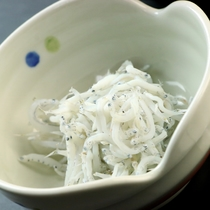 朝食の一例、静岡の名物釜揚げしらす!