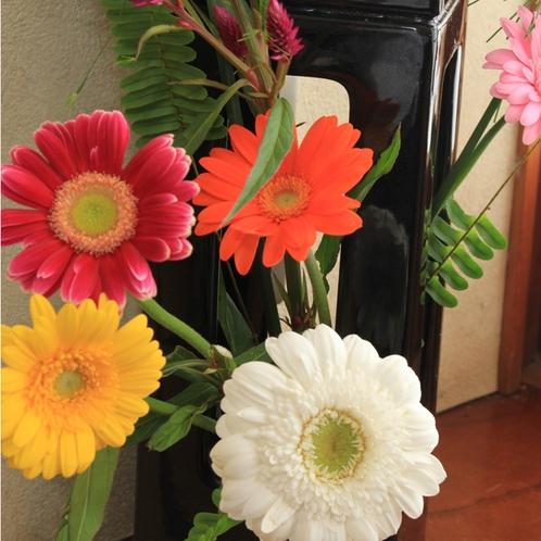 館内◆季節の花でお出迎え