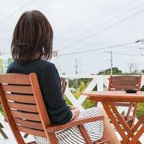 *共用テラス/沖縄の時間に身をゆだねてゆっくり過ごそう