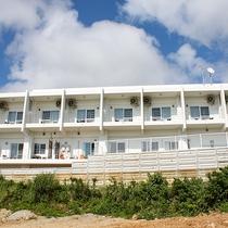 *外観/客室は全て2階の海向きで眺望抜群!