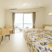 *客室一例/全室に専用バルコニーがあり青い海と夕陽を一望!