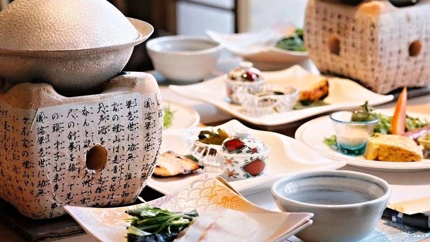 【ご朝食の例】落ち着いた雰囲気の個室会食場でご堪能ください