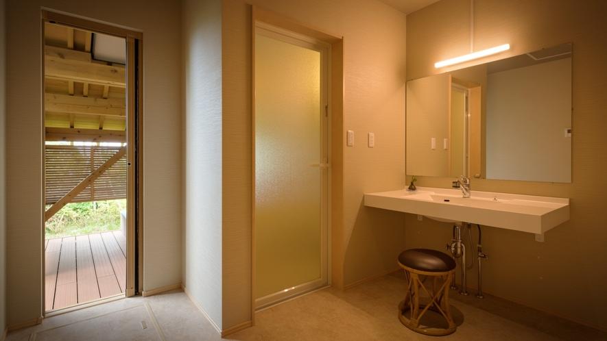 【離れ・三郎の庵】16帖の露天風呂付きモダン和洋室◆清潔な洗面台。お風呂への導線もスムーズです。