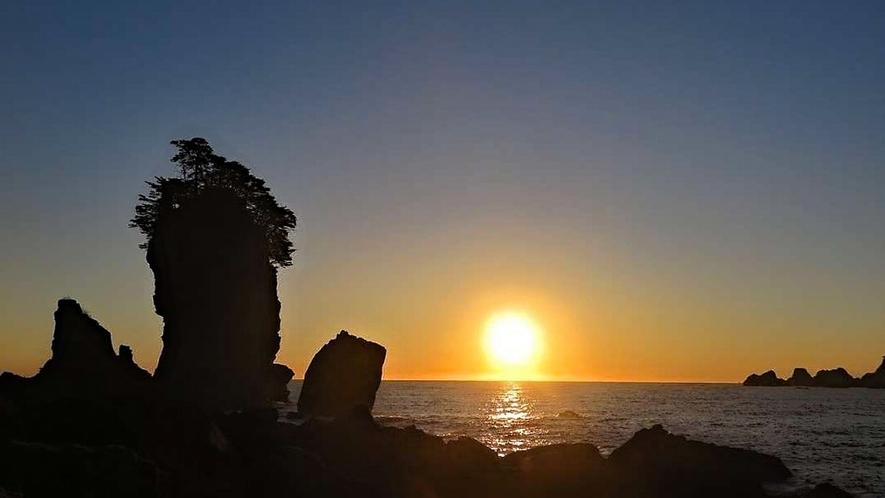 三王岩での朝日。海から徐々に上がる朝日は圧巻です。