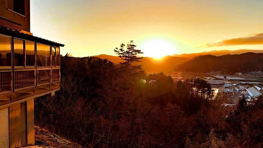 当館からの沈む夕陽の眺め。
