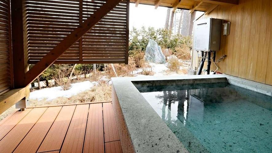 【離れ・三郎の庵】16帖の露天風呂付きモダン和洋室◆手作りの石風呂でです。 ※温泉ではありません
