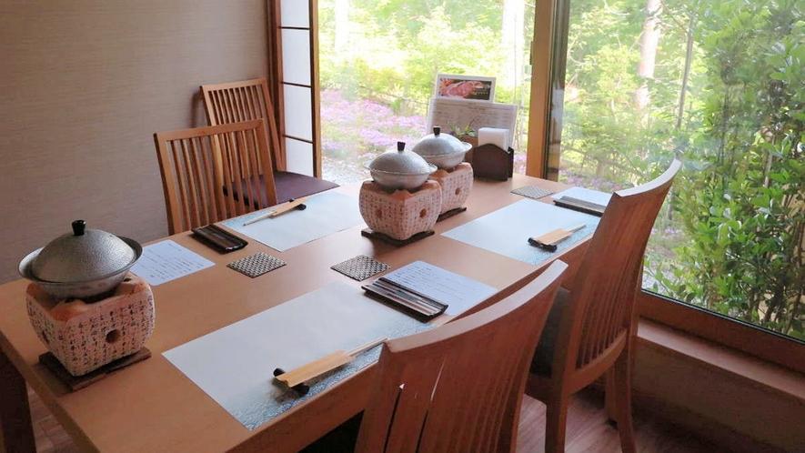 【お食事処】夕食・朝食ともに個室でお召し上がりいただきます。