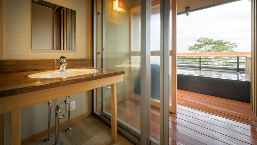 【貸切風呂】天望露天風呂・しぶき(冬季休止)/洗面所も清潔感があります。
