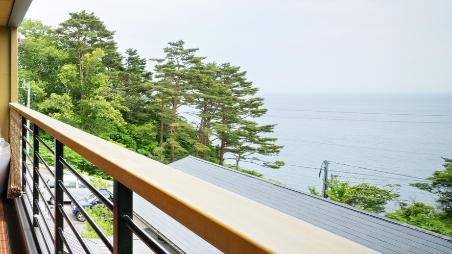 【次郎の庵・2階】20帖の露天風呂付きモダン和洋室◆テラスからの眺めは圧巻です。