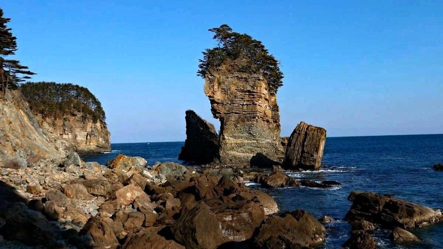 【三王園地】三陸復興国立公園にある高さ50メートルの奇岩景観「三王岩」