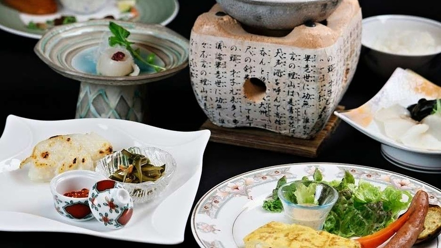 【ご朝食一例】季節の地物海鮮しゃぶしゃぶ・旬の焼き魚・地物の無農薬野菜などをご用意。