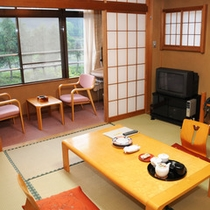 *【客室】落ち着いた雰囲気の和室のお部屋。手足を伸ばしてのんびりとお過ごし下さい。