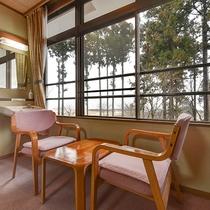 *【客室一例】和室8畳(T付)/窓辺でごゆっくりお過ごしください