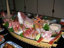 【夕食一例】 海鮮船盛