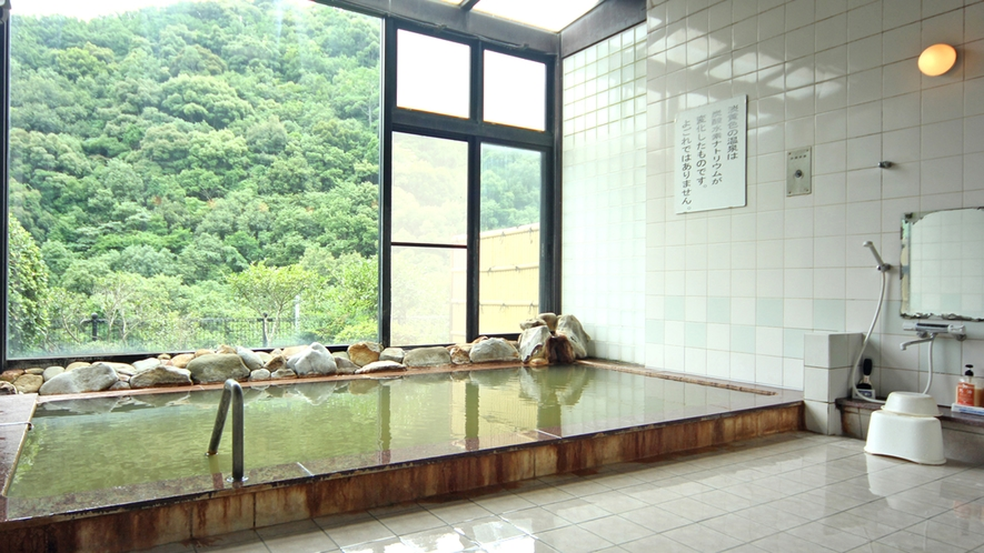 『内風呂』緑豊かな自然の中で身も心もぽっかぽか♪