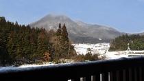【お食事処・喫茶「龍頭の里」】レストランから見える名峰・龍頭山