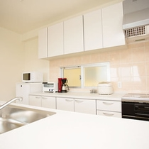2階の対面式システムキッチン