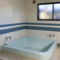 *共同浴場/利用時間17時~22時。女性のお客様が居る場合は男女入れ替え制となります。