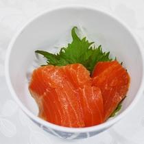 *夕食一例/お刺身はその日の仕入れによって種類が異なります。魚・肉・野菜とバランス良く♪