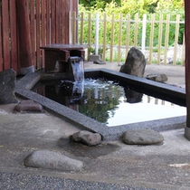 *桜ヶ池温泉「桜湯」湖面を見ながら露天風呂を満喫。