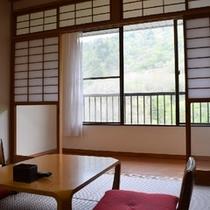 和室12畳ベッド部屋の一例