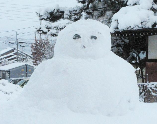 冬は敷地内で雪遊びも