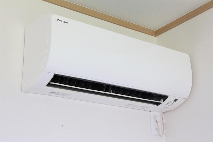 エアコンは部屋毎個別に設置していますので、自由に調整できます。