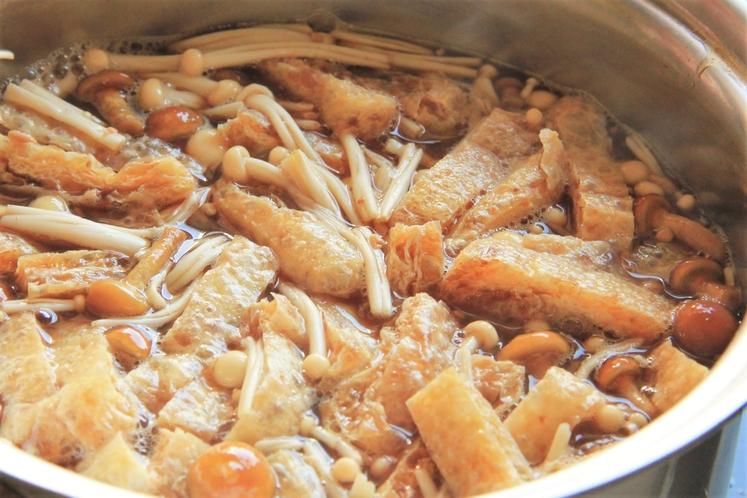 お味噌汁は地元名産のきのこを使ったきのこ汁をご提供しています