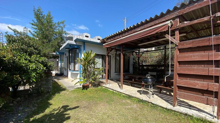 ・Cottage A BBQテラスとお庭