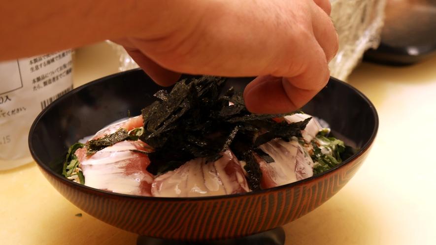 ◆その日の新鮮な食材を使ってつくる!人気No.2のまかない丼