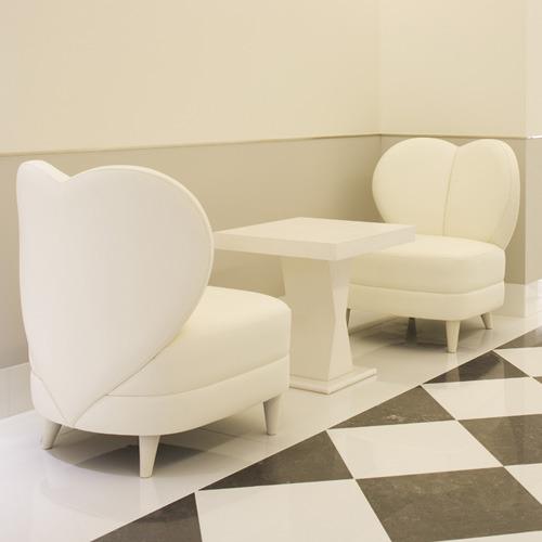 【館内】「カッシーナ・イクスシー」の家具を配置