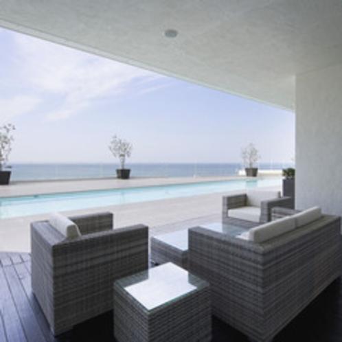 【プールサイドカフェ「ラ・ギャルリー」 】リゾート気分を存分にお楽しみください